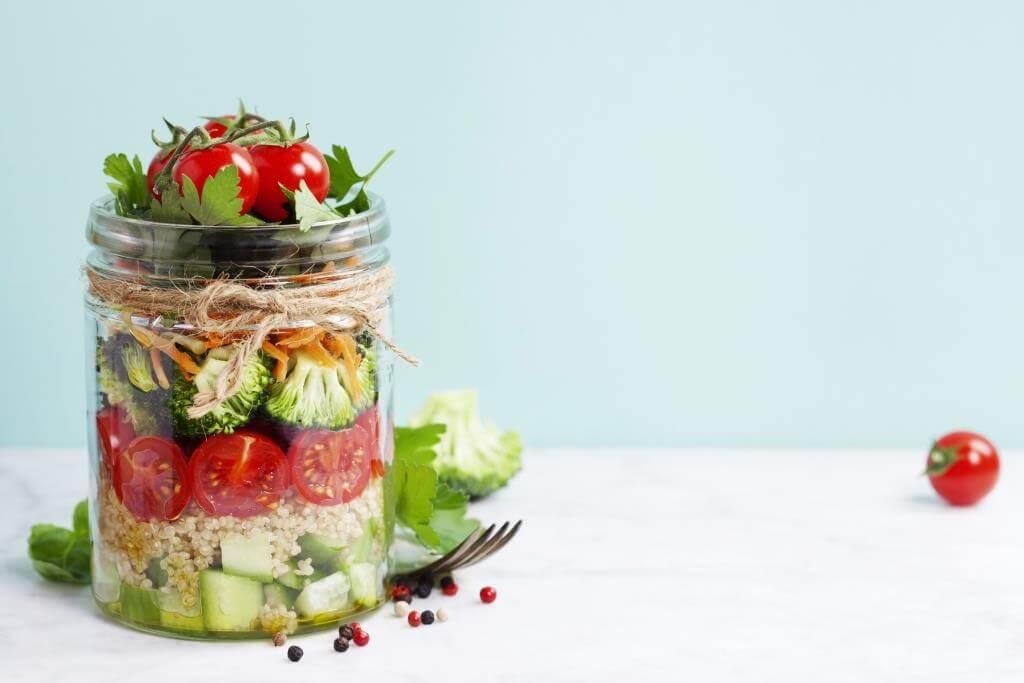 salaty-na-zymu-sim-prostyh-retseptiv-1