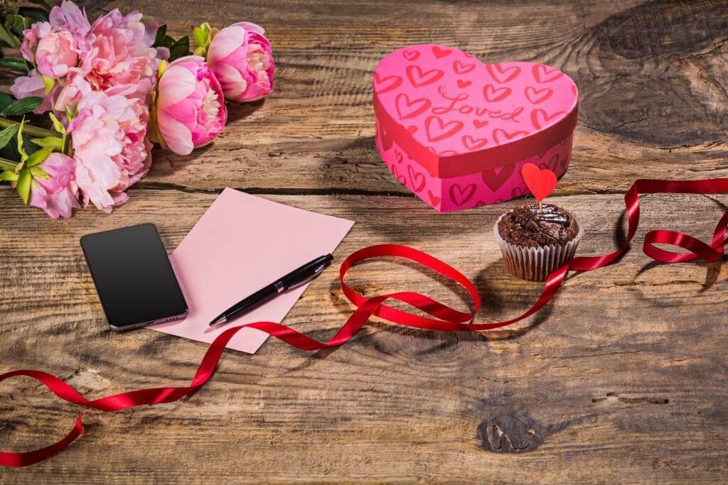 d1ae54ad883232 Подарунок дівчині на 14 лютого - що дарувати на день закоханих
