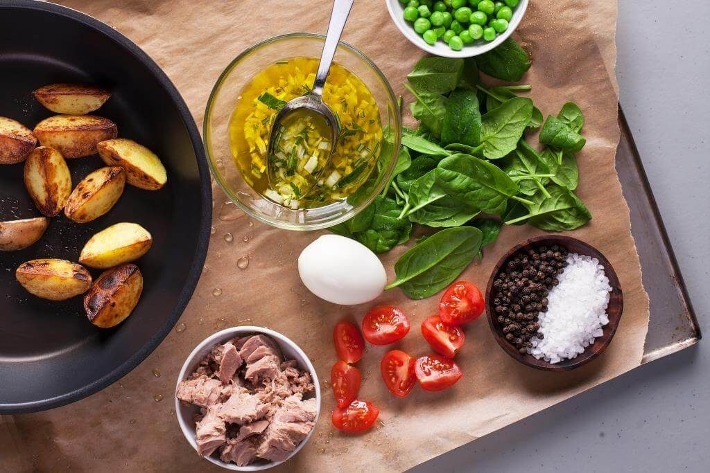 dyvovyzhni-salaty-z-tuntsya-dobirka-retseptiv-yak-prygotuvaty-salat-iz-tuntsem-na-svyata-j-kozhen-den-3