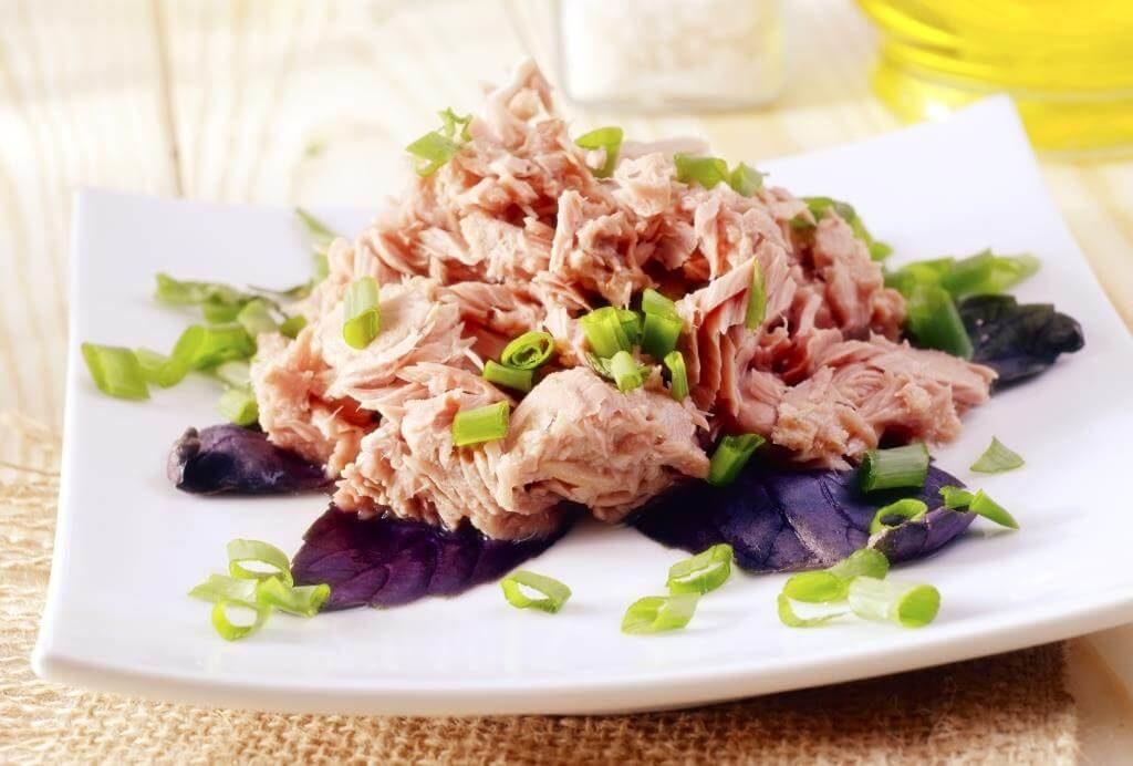 dyvovyzhni-salaty-z-tuntsya-dobirka-retseptiv-yak-prygotuvaty-salat-iz-tuntsem-na-svyata-j-kozhen-den-4