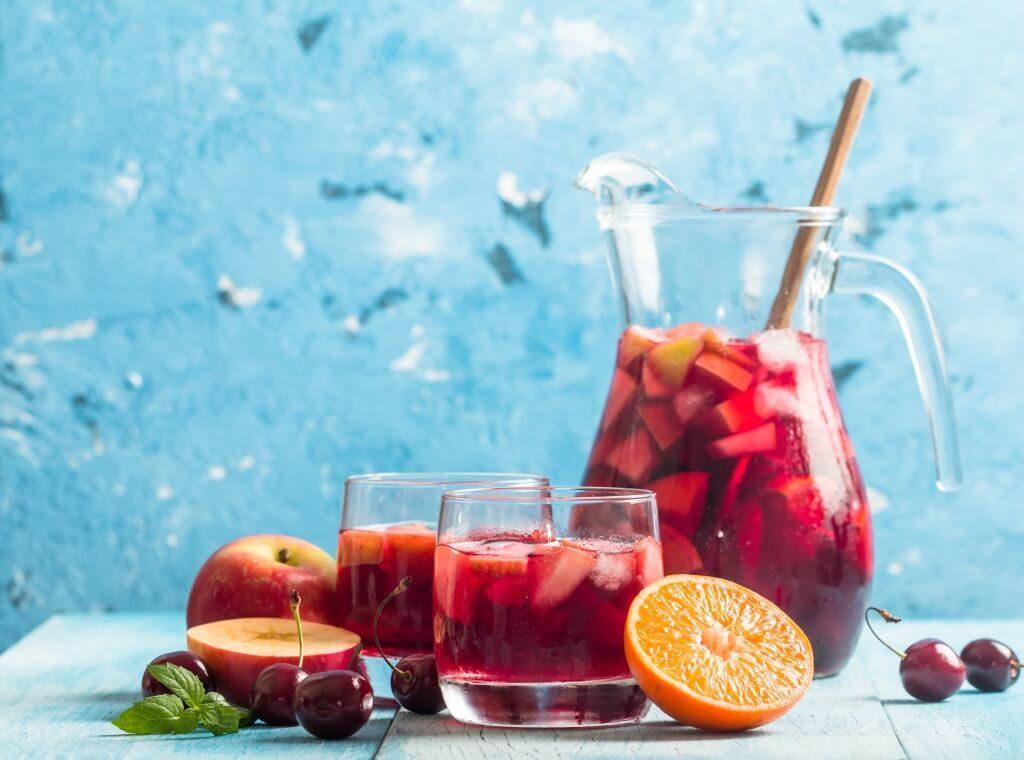 retsept-sangriyi-miks-vynnoyi-terpkosti-ta-fruktovoyi-svizhosti-2