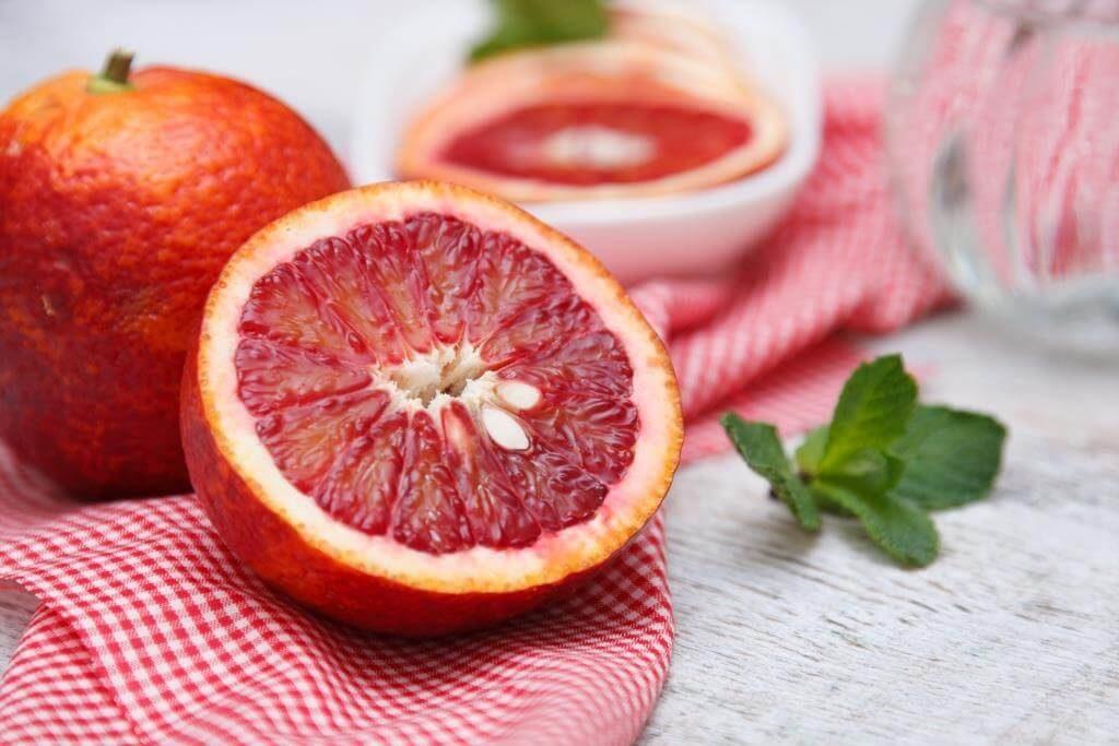 ekzotychni-frukty-pokushtuj-lito-5