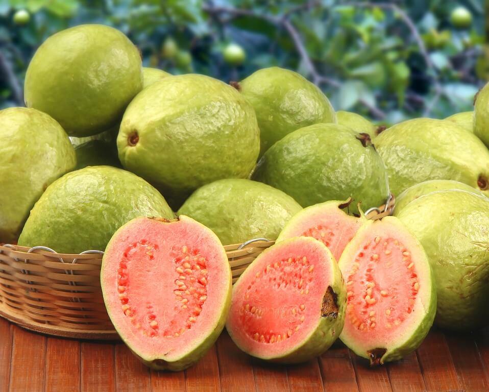 ekzotychni-frukty-pokushtuj-lito-3