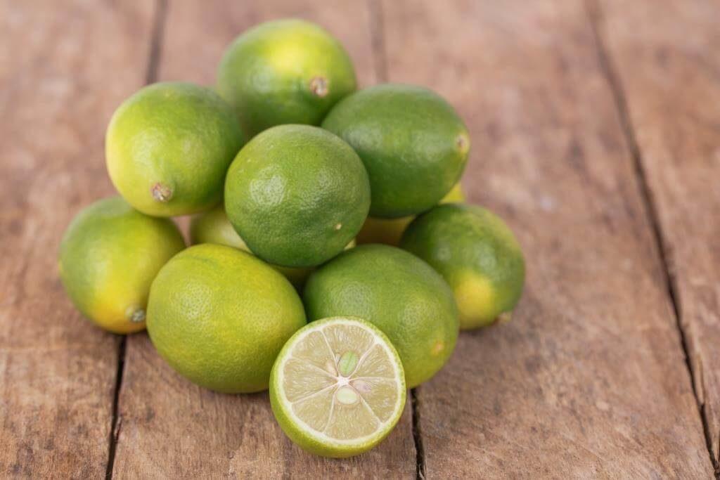 ekzotychni-frukty-pokushtuj-lito-7