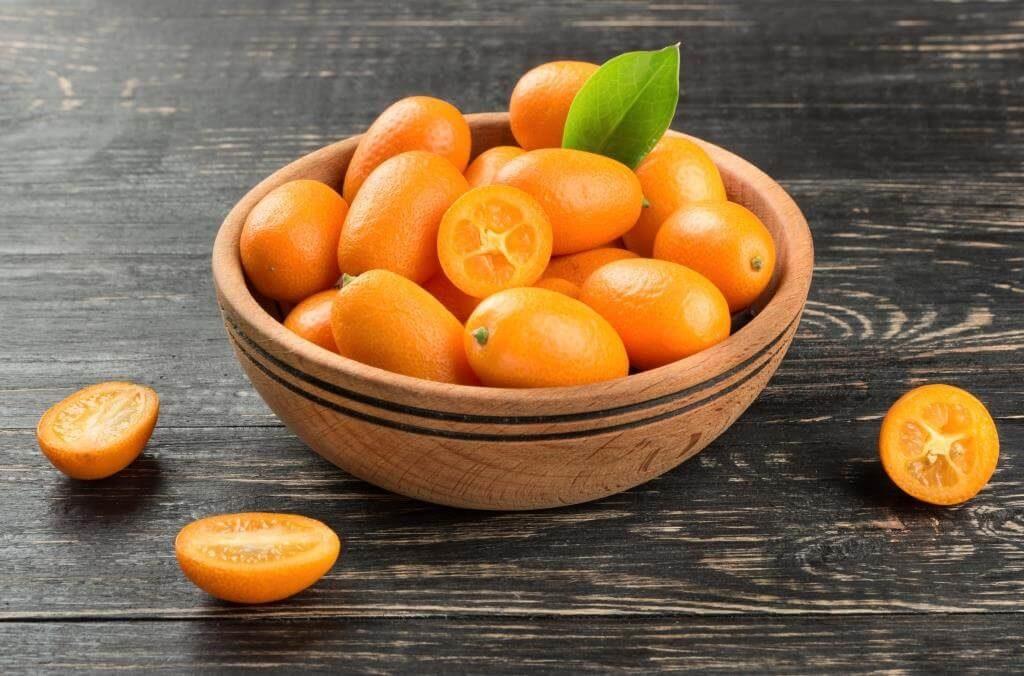 ekzotychni-frukty-pokushtuj-lito-8