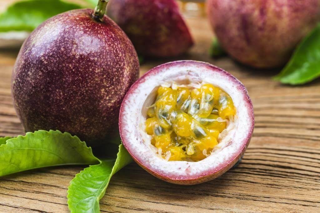 ekzotychni-frukty-pokushtuj-lito-13