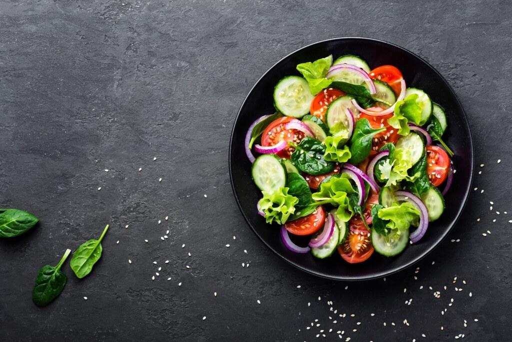 salat-z-ogirkiv-prygotuj-najbilsh-litnij-hrustkyj-salat-zi-svizhyh-ogirkiv-1
