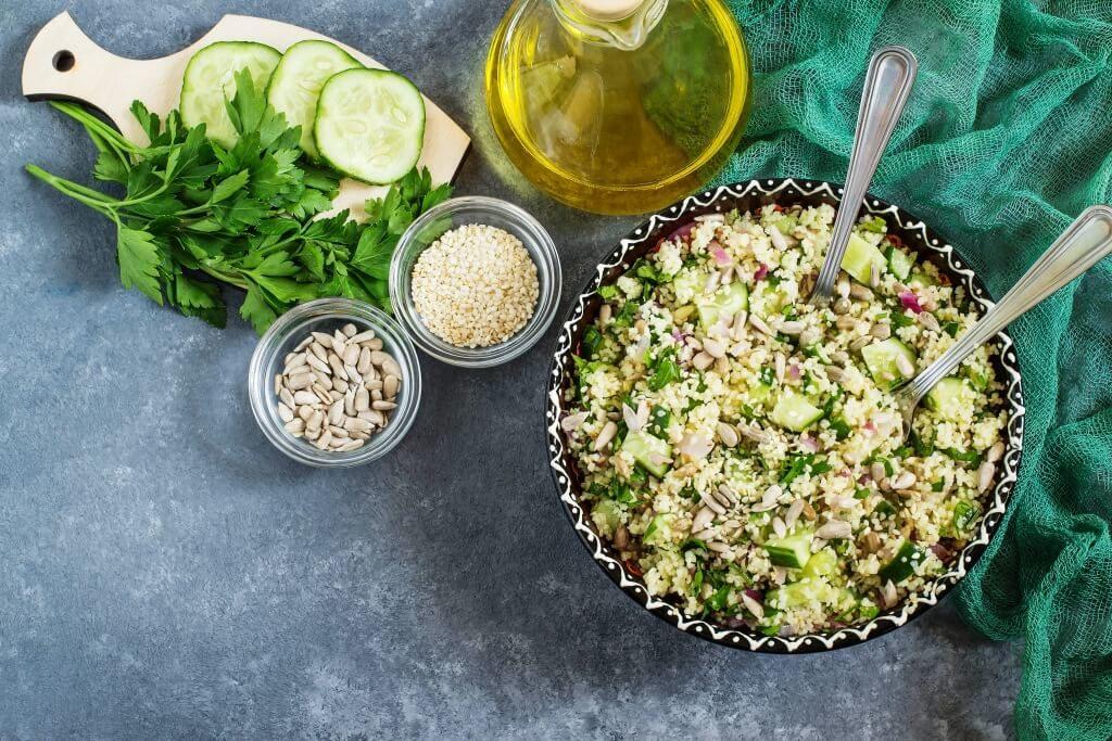 salat-z-ogirkiv-prygotuj-najbilsh-litnij-hrustkyj-salat-zi-svizhyh-ogirkiv-8