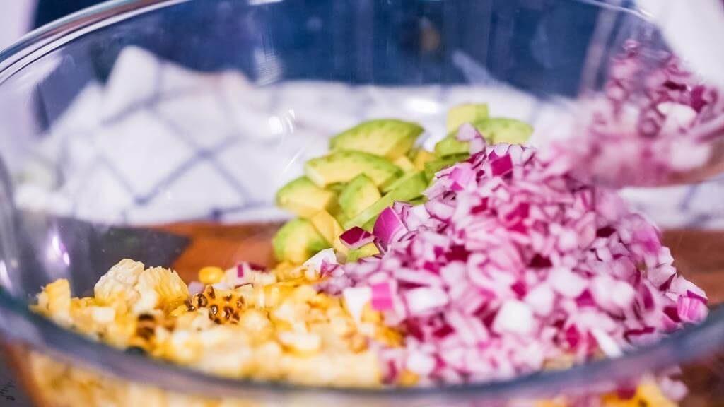 salaty-zi-svizhoyu-kukurudzoyu-sokovyti-vitaminni-stravy-8
