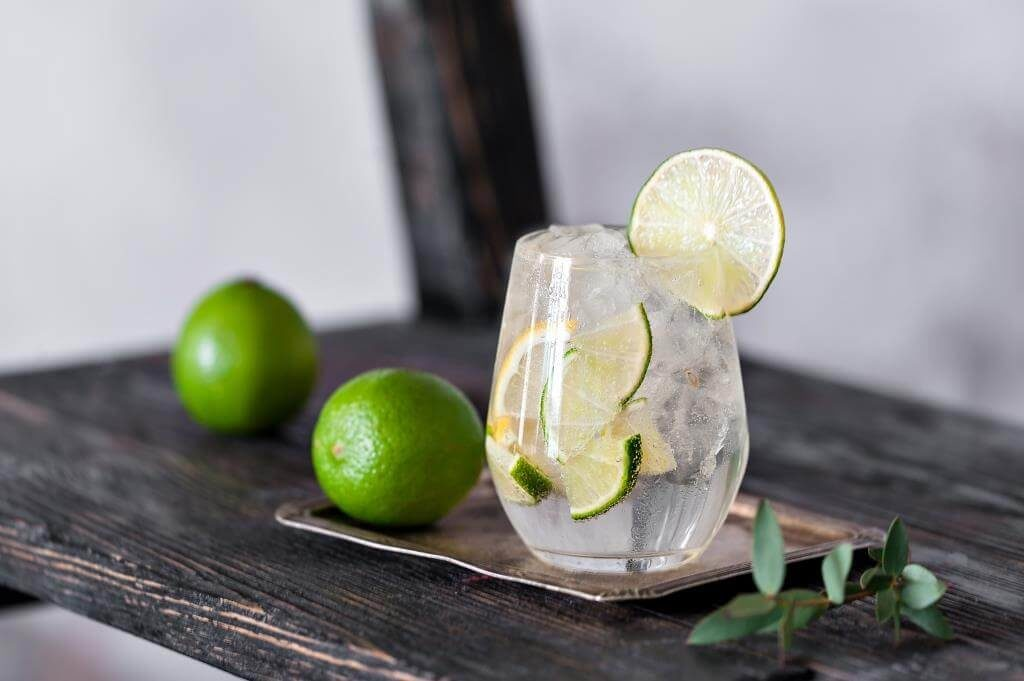 koktejli-z-romom-tekiloyu-ta-viski-vidkryvayemo-domashnij-bar-7