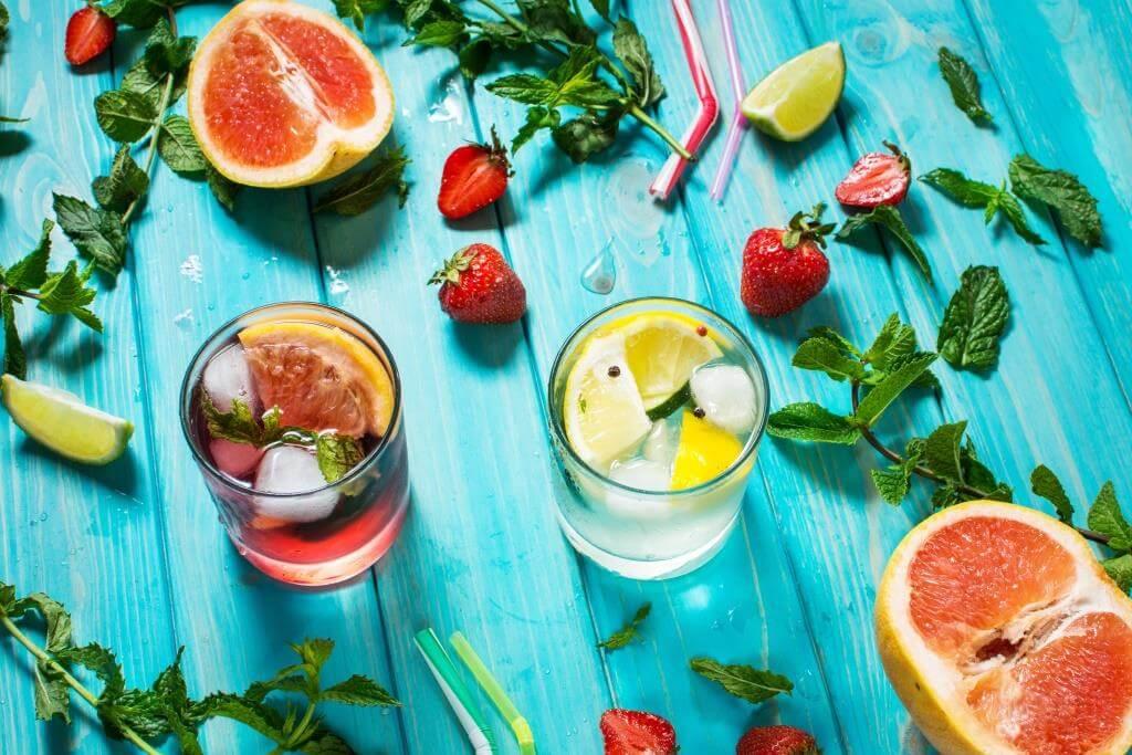 koktejli-z-romom-tekiloyu-ta-viski-vidkryvayemo-domashnij-bar-1