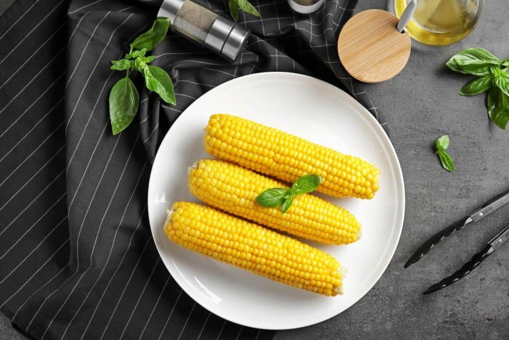 salaty-zi-svizhoyu-kukurudzoyu-sokovyti-vitaminni-stravy-1