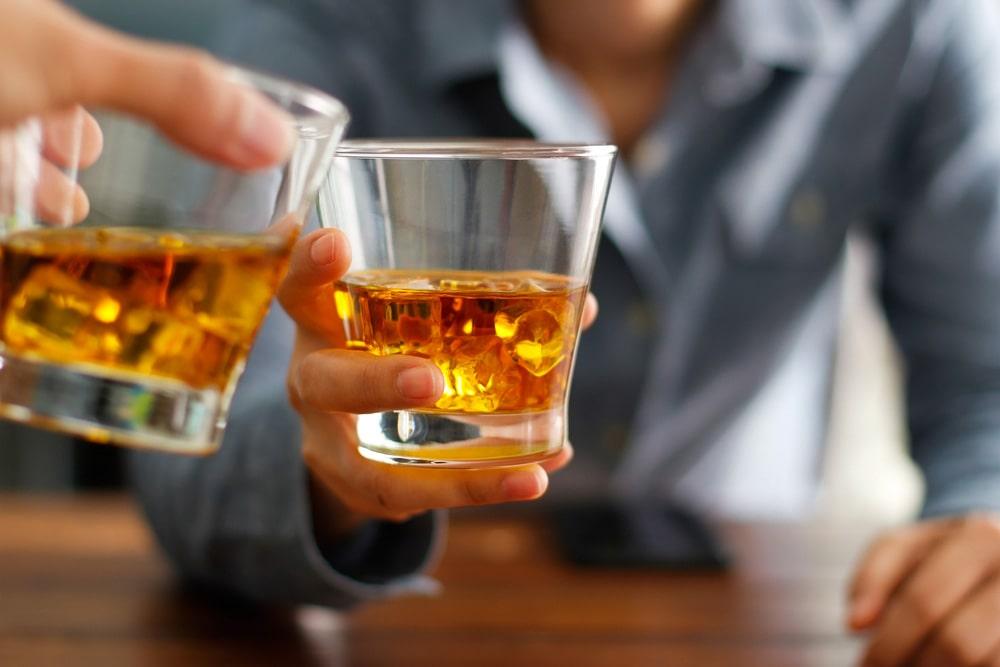yak-pravylno-pyty-viski-ta-chym-zakushuvaty-tsej-napij-1