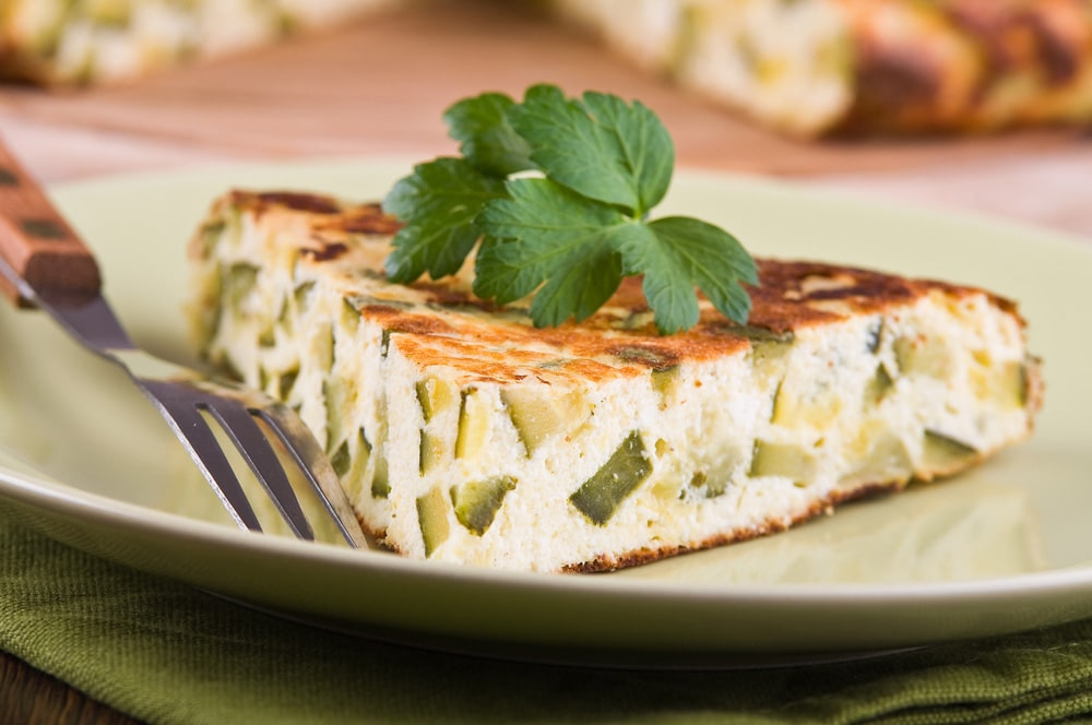 gotuyemo-smachnyj-korysnyj-ta-legkyj-omlet-z-ovochamy-3