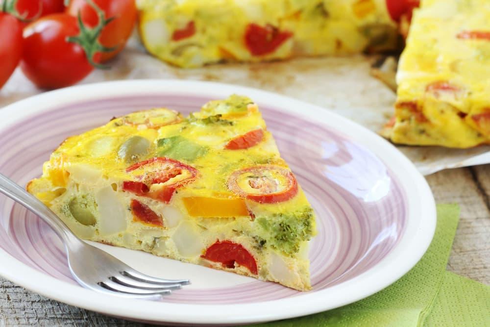 gotuyemo-smachnyj-korysnyj-ta-legkyj-omlet-z-ovochamy-5