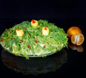 yak-prygotuvaty-lystkovyj-salat-novorichni-svichky-z-shynkoyu