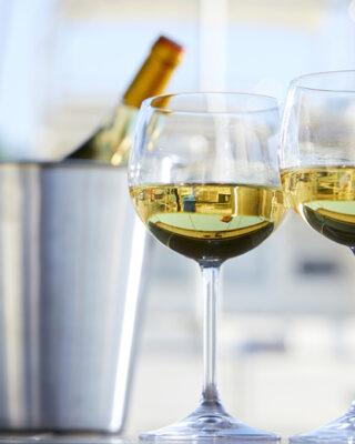 dva-retsepty-restorannyh-strav-lazanya-z-tsvitnoyu-kapustoyu-ta-pyrig-iz-syrom-bri-vdalo-pidibrane-vyno