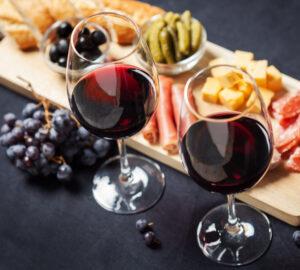 zustrichayemo-gostej-legki-zakusky-chervonogo-vyna